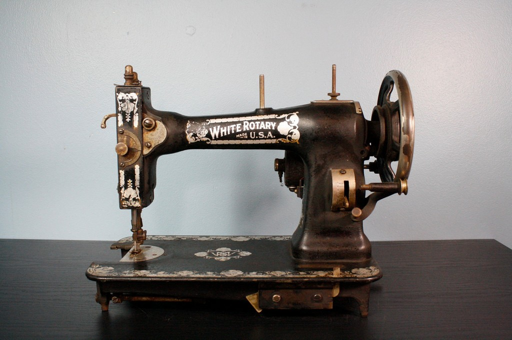 antique sewing machine, toyota sewing machine, used sewing machine